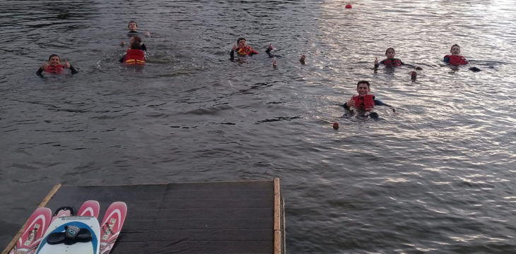 Ferienstart mit Action beim Wasserski